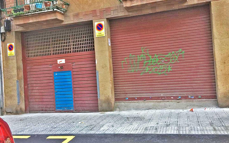 Local en venta en la calle Nou Pins en Barcelona.