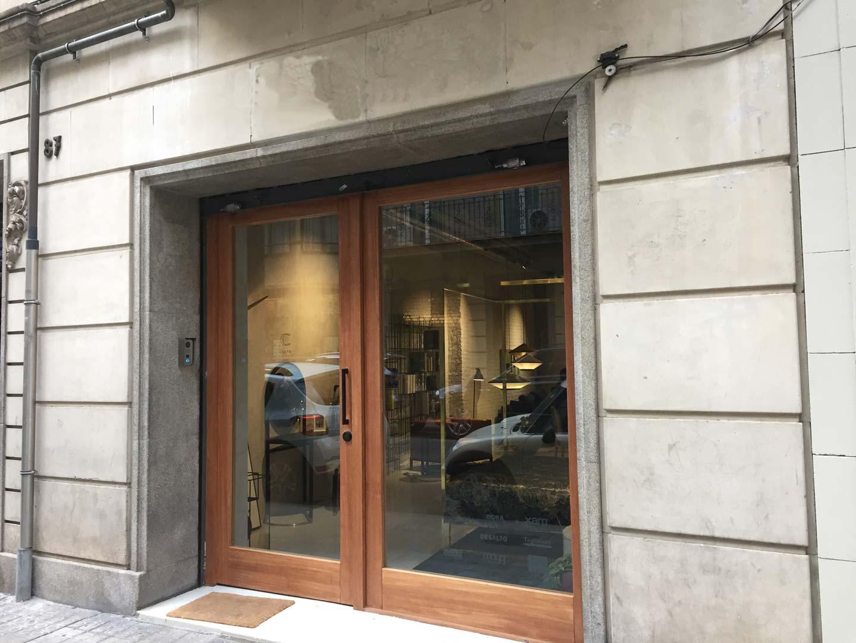 Local en venta en rentabilidad en la calle Laforja en Barcelona