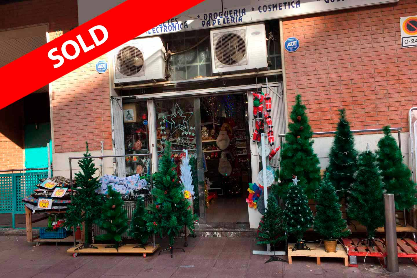 Commercial property for sale in Cartellà Street in Barcelona.