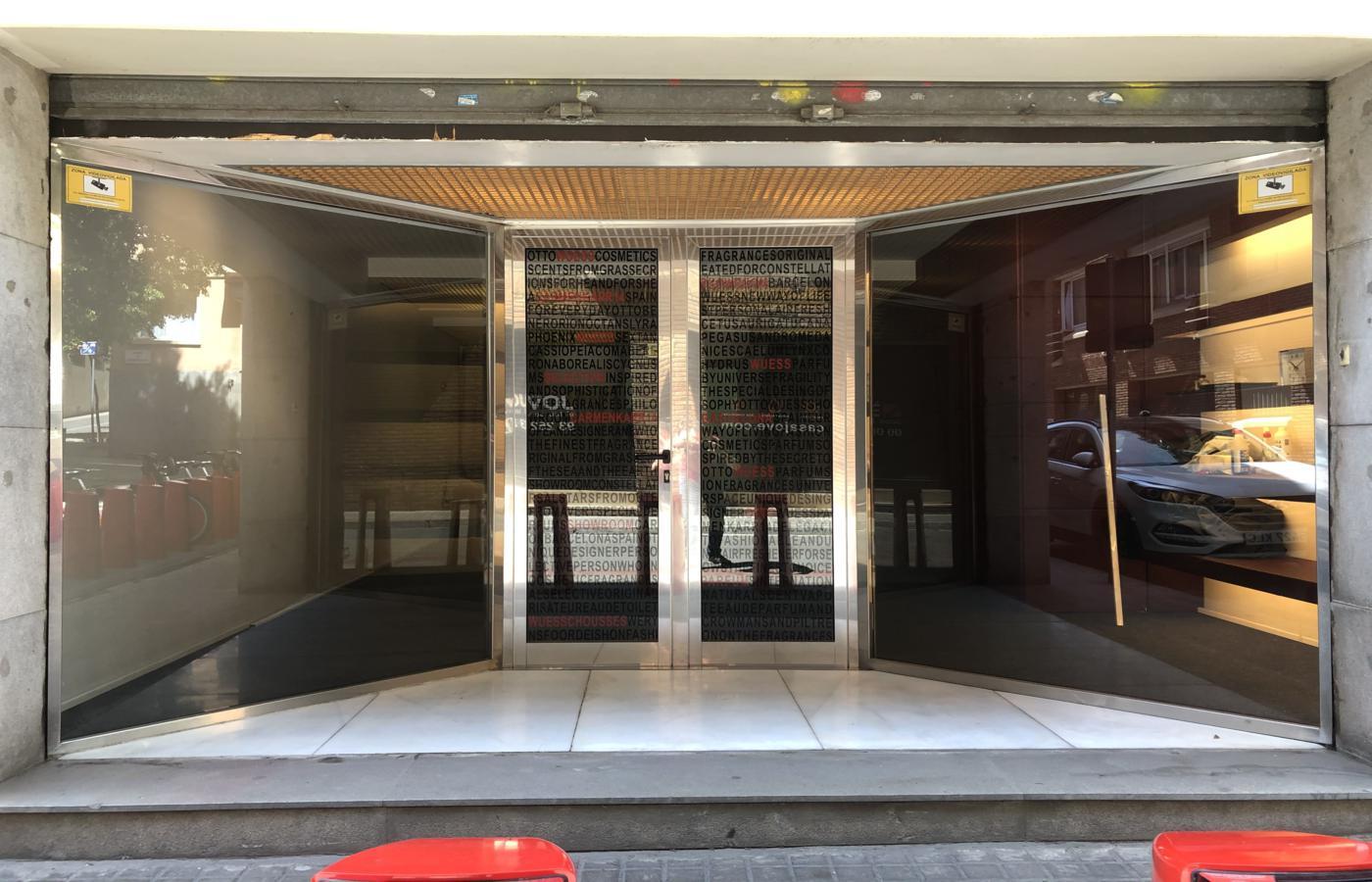 Commercial premises for sale in Carme Karr street of Barcelona